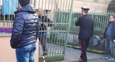 Travolta da cancello: donna muore davanti alla figlia nel Napoletano