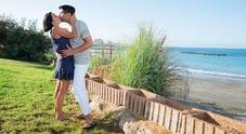Nina Soldano bacia Teo a Tenerife: «L'amore sta dentro noi stessi»