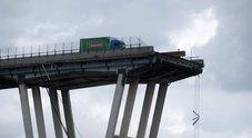 Genova, il camion simbolo della tragedia: ha ancora motore e tergicristalli accesi