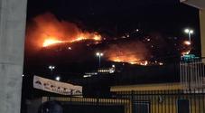 Notte di fuoco nei Campi Flegrei: «Fiamme divampate a causa dei fuochi artificiali»