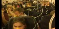 Immagine Atterraggio d'emergenza: 33 passeggeri in ospedale