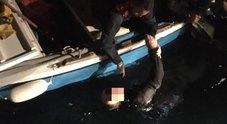 Orrore al porto di Torre del Greco Trovato cadavere in mare: è giallo