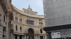 Napoli, viaggio nel degrado della Galleria Umberto: «Ecco in che condizioni sono i tetti»