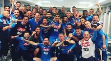 Festa dagli spogliatoi ai vicoli della città: il Napoli si porta a -1