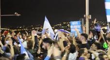 La festa dei tifosi del Napoli sul Lungomare per la vittoria contro la Juve