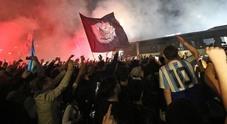 Napoli, la lunga notte di Capodichino: l'abbraccio dei diecimila agli eroi azzurri