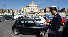 Napoli, strada chiusa al traffico per festeggiare la prima comunione: «C'entra la camorra?»