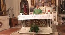 Sorpresa in chiesa: il parroco fa cantare «Soldi» di Mahmood prima della Messa
