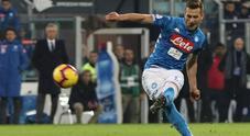 Una magia di Milik su punizione e il Napoli sbanca Cagliari: 1-0
