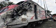 Immagine Treno deraglia, è strage sui binari: 18 morti
