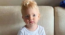 Chiara Ferragni, la tenera foto di Leone sul divano: «Ma perché?»