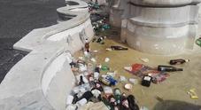 Napoli, ripulita la fontana di Monteoliveto, il Gambrinus: «Portatela al Plebiscito e la curiamo»