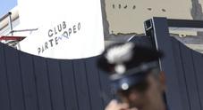 Coltellate in discoteca, la madre del ragazzo ferito a Coroglio: «Metal detector nei locali»