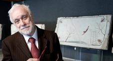 Napoli, addio al «professore» De Crescenzo: sabato l'ultimo saluto a Santa Chiara