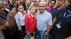 Meloni a Napoli, i 99 Posse: «Sei fascista e devi penzolare», scoppia la bufera
