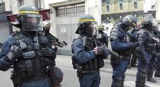 Spari a Lourdes, ex militare barricato in casa con moglie e figlia: teste di cuoio in azione