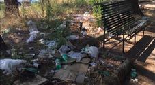 Rifiuti e scarti ospedalieri: l'orrore dei giardinetti davanti all'ospedale Cardarelli