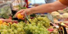 Immagine Istat, rallenta l'inflazione a maggio: frutta meno cara