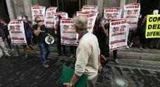 Napoli Vertice Bce Blitz Dei Centri Sociali Al Banco Di Napoli In Via Toledo Il Mattino It