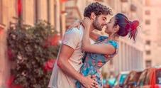 L'amore sul set di «Un posto al sole»: Niko e Rossella festeggiano il primo anniversario