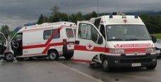 Immagine Ambulanza distrutta in uno schianto frontale