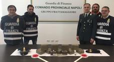 Napoli, il corriere della droga fermato in auto con 10 chili di hashish
