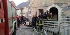 Immagine Cade davanti al camino: donna muore tra le fiamme