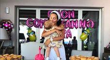Candeline e musica, Caterina Balivo festeggia il primo compleanno della figlia Cora