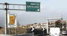 Schianto sulla Napoli-Salerno, muore motociclista di 48 anni: traffico in tilt
