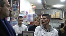 Mario, il pizzaiolo di Forcella minacciato: «Resto a Napoli per abbattere il muro della paura»