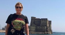 Simona Ventura sul Lungomare: cin cin e «Forza Napoli» con i tifosi