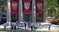 Usa, bufera sulle ammissioni ad Harvard: «Entra chi paga»