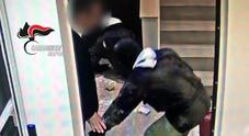 Colpi a gioiellerie e banche, 12 arresti: sgominata la banda del buco. C'era anche un dipendente del Comune di Napoli