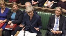 May resiste, bocciata mozione di sfiducia: potrà continuare mozione su Brexit
