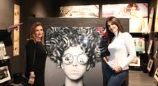 """Sorrisi e bollicine per il vernissage della Galleria """"Yellowkorner"""" a Chiaia"""