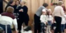 Immagine Rissa tra madri alla recita dei bimbi: panico a scuola