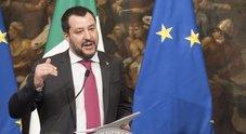 Emergenza bombe, Salvini a Napoli: «Più agenti ma dovranno stare tra la gente»