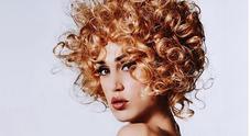 Cecilia Rodriguez, nuovo look e scatto hot. Bionda, riccia e in topless su Instagram: «Capricciosissima»
