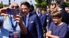 Conte alla festa FdI: «Migranti, non darò tregua a Macron. Salvini lasciato solo anche da Orban»