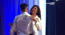 Belen e Corona, ballo romantico sul palco del Costanzo