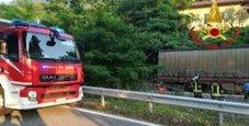 Immagine Auto precipita sui binari: travolta dal treno, due morti