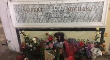 Fiori su tomba di criminale nazista in Campania, l'Anpi: «Va seppellito senza nome»