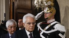 Conte rimette il mandato a Mattarella, oggi Cottarelli al Quirinale. Salvini e Di Maio attaccano il Quirinale