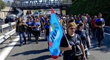 Whirlpool a Napoli, è finita: stop alle attività dal 1° novembre Esplode la rabbia degli operai