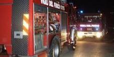 Immagine Finisce fuori strada, l'auto si incendia: muore