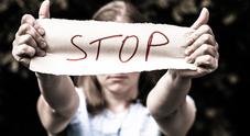 Costringe una parente di 14 anni ad avere rapporti sessuali: arrestato