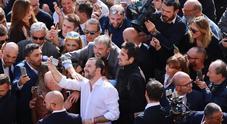 Salvini: «In Campania si rischia disastro ambientale. No ai termovalorizzatori? Il sindaco si mangi i rifiuti»