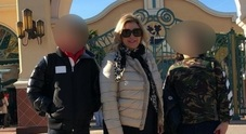 Tina Cipollari, foto con il figlio a Disneyland ma piovono insulti: «Grasso come te, mettilo a dieta»