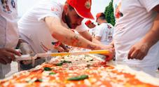 Pizza da Guinness a Fico Eataly World: 30 maestri napoletani realizzato 500 metri di pizza