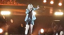 Emma Marrone piange al concerto dopo le offese del leghista: «Non lo merito, non sarò mai come voi»